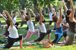 Free-Yoga-in-Victory-Park